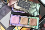Urban Decay Game Of Thrones Mother Of Dragons Highlighter Palette